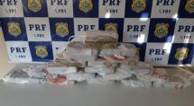 PRF apreende 20 kg de pasta base em painel de carro em Betim